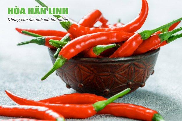 Hạn chế đồ ăn cay nóng khi bị đổ mồ hôi vào mùa đông